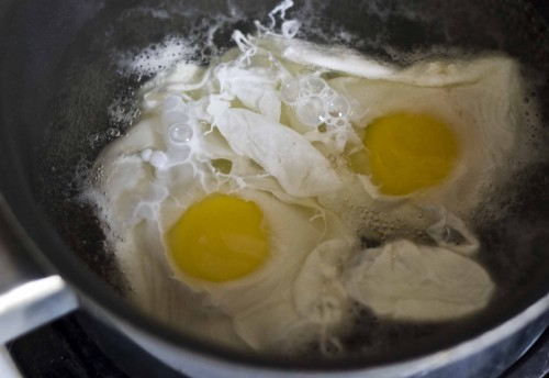 "Poached on Toast: Poaching Eggs the ""don't fuss"" way. » Craft ..."